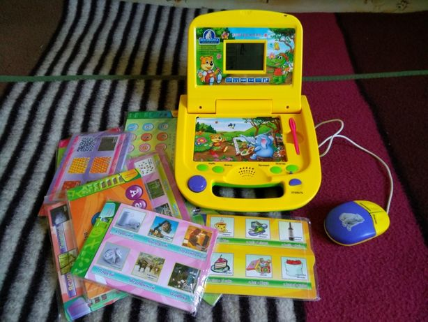 Всезнайка - детский обучающий и развивающий компьютер с карточками.