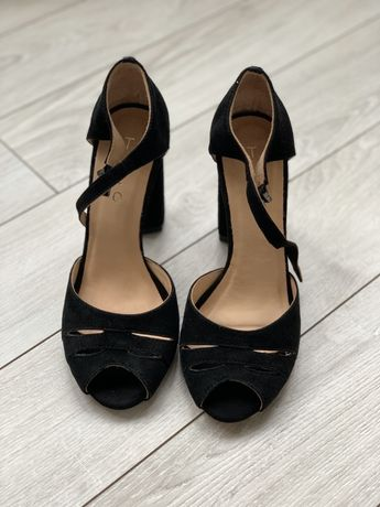 Новые Tuto босоножки черные натуральный замш размер 37 на каблуке