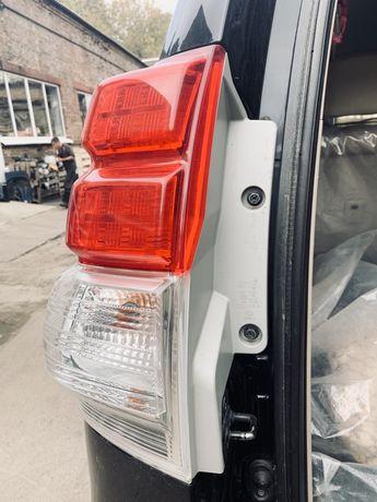 Задние фары на Toyota Prado (2010-2013) оригинал в идеальном состоянии