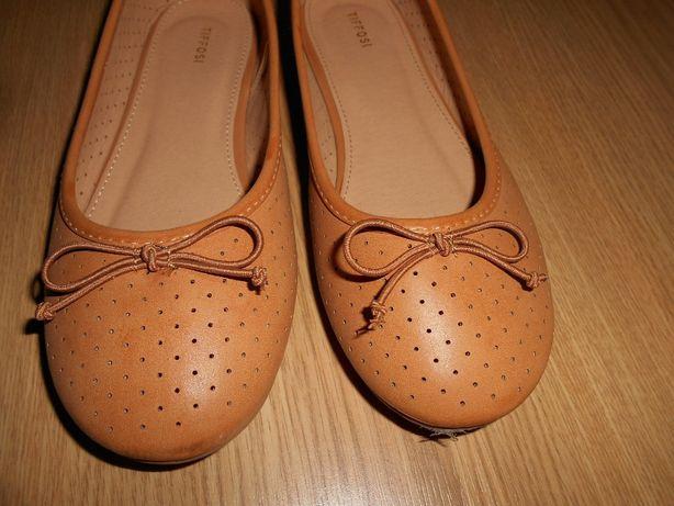 4 pares de Sapatos 35 e 36