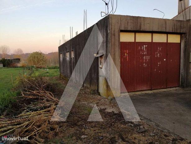 Terreno para construção de casa uni-familiar.