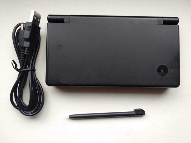 Nintendo DSi Black z Twilight++, karta 2GB i ładowarka USB