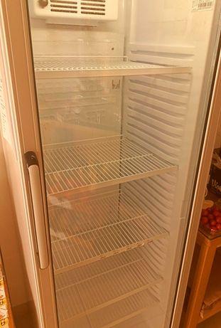 Armário Refrigerado Com Porta Em Vidro Uss 374 Dtk