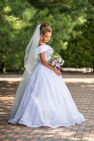 Роскошное блестящее свадебное платье