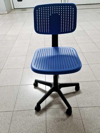Cadeiras azuis de secretária