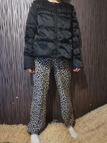 Легкая черная  куртка