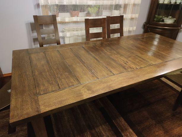 Solidny stół do jadalni