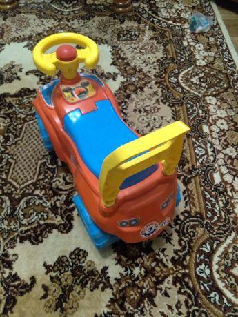 """Продам іграшку""""Автомобіль для прогулянок""""Толокар дитячій транспорт."""