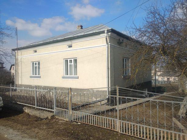 Капітальний обжитий 2-пов будинок 200 м.кв. в центрі Збаражу, 12соток