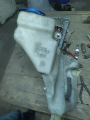 Бачок омывателя audi a4 b5 з мотором