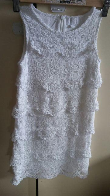 Piękna biała sukienka roz.122 haftowana