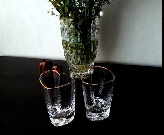 Стеклянные стаканы в виде сердца