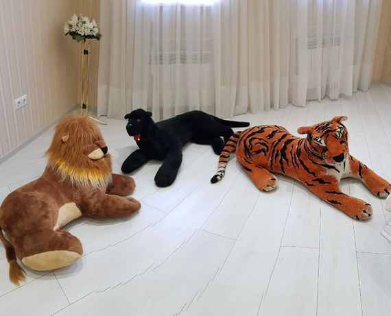 Продам шикарные большие мягкие игрушки. Льва, Тигра, Пантеру.