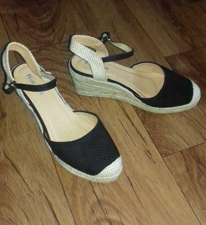 Buty damskie na koturnie r. 39