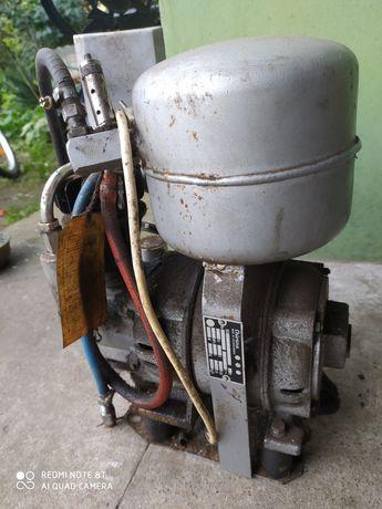 Stary kompresor Chirana 220V stomatologiczny PRL