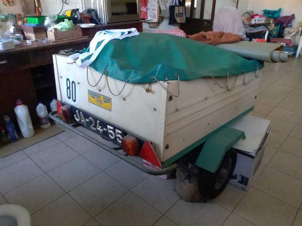 Atrelado para transporte de diversos tipo de mercadorias
