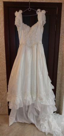 Срочно!Очень красивое Свадебное платье 44-46 размер