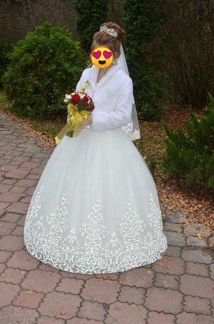 Продам або здам в оренду весільну сукню,та шубку.