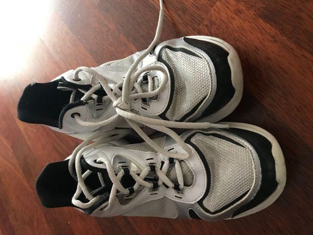 Продам кроссовки 38-39 Skechers Los Angeles б/у