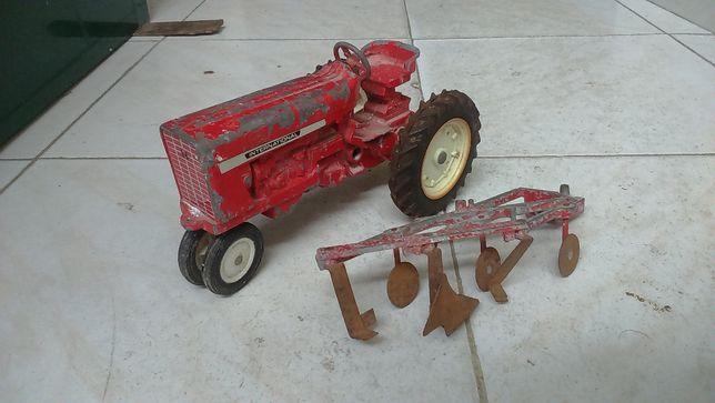 ERTL 1/16 Tractor made in U.S.A em Ferro - 1950 s