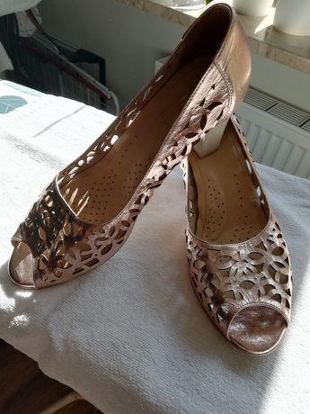 Miedziane ażurowe sandały że skóry firmy Aga