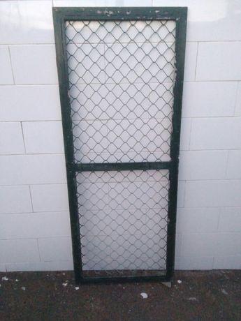 Portão em ferro e rede