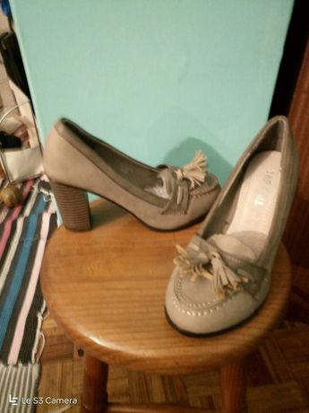 Sapatos salto alto, côr beje, camurça, como novos!