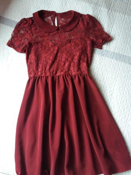Bordowa sukienka Asos z koronką