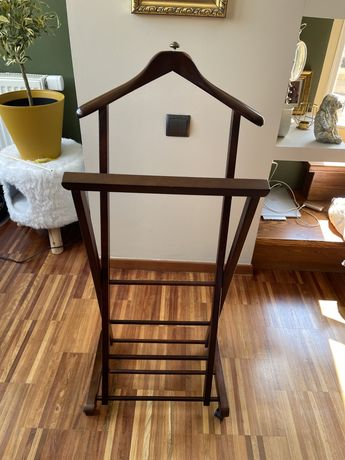 Drewniany stojak na ubrania