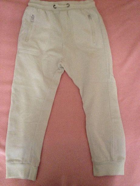Спортивные штаны 8-9 лет.Plaza Italia
