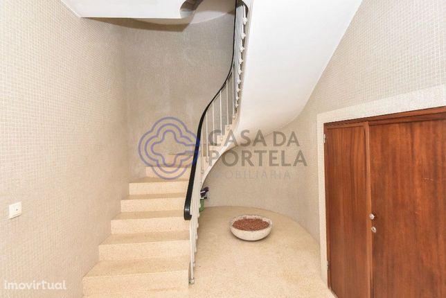 Apartamento T2 com terraço, boas vistas e muito bem localizado.