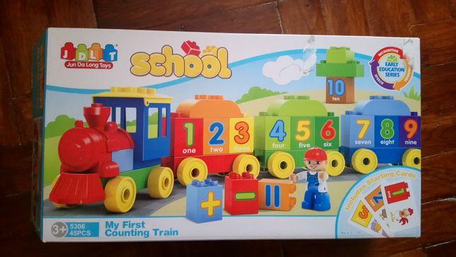 Продам навчальний паровозик для дітей.