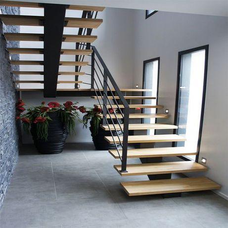 Schody wewnętrzne metalowo-drewniane, konstrukcja stalowa samonośna