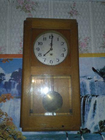 Годинник настінний з маятником