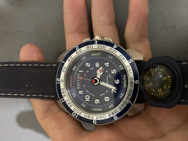 Часы sector compass