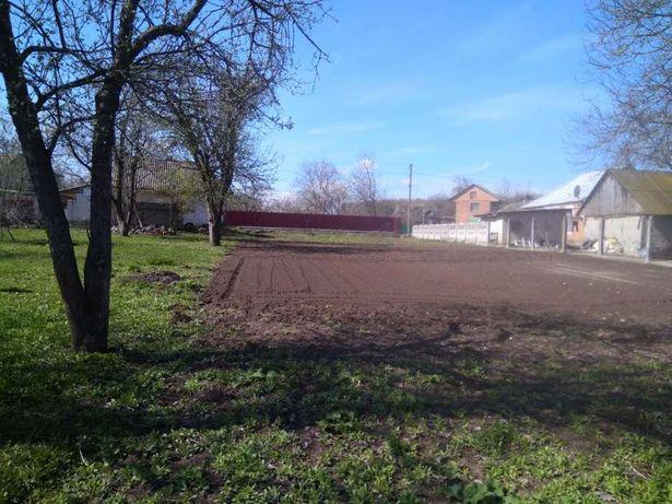 Будинок і земельну ділянка в с. Щітки