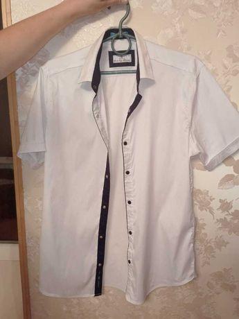 Белая рубашка в прекрасном состоянии.