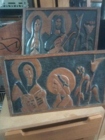 2 antigos painéis com motivos religiosos em madeira esculpida