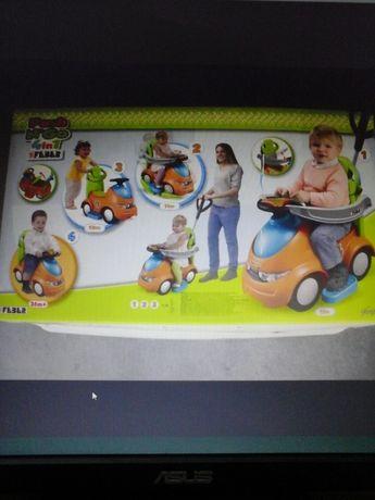 Carro de passeio e mesa de atividades