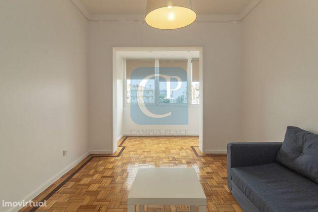 Apartamento T2 remodelado em frente ao Hospital S. João