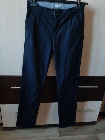 Продам брюки в школу для мальчика на рост 146-152 см
