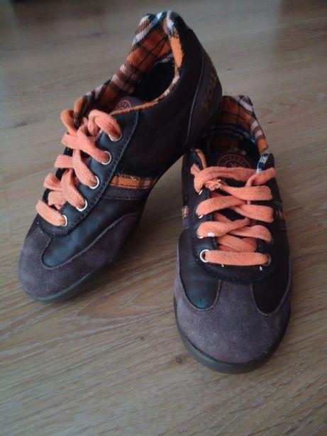 Кожаные фирменные кроссовки на мальчика, стелька 21см состояние идеал.