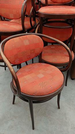 Drewniane krzesła okrągłe z podłokietnikiem