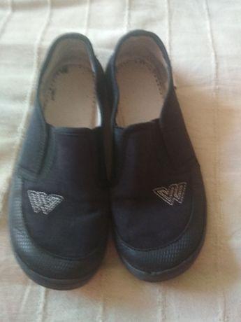 Взуття тапочки