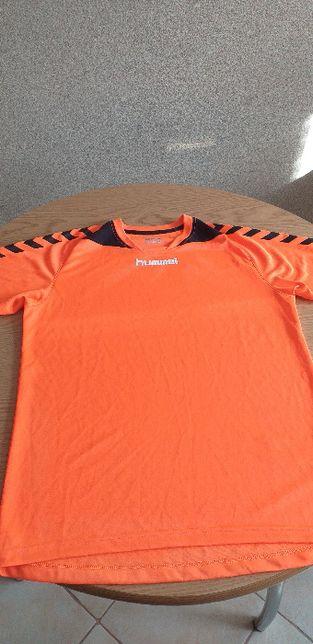 Koszulka sportowa firmy HUMMEL.