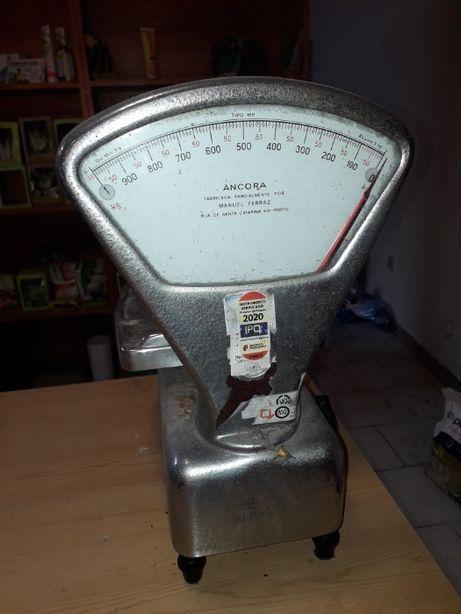 B a l a n ç a c o m m e d i d a a t é 2,00 kg