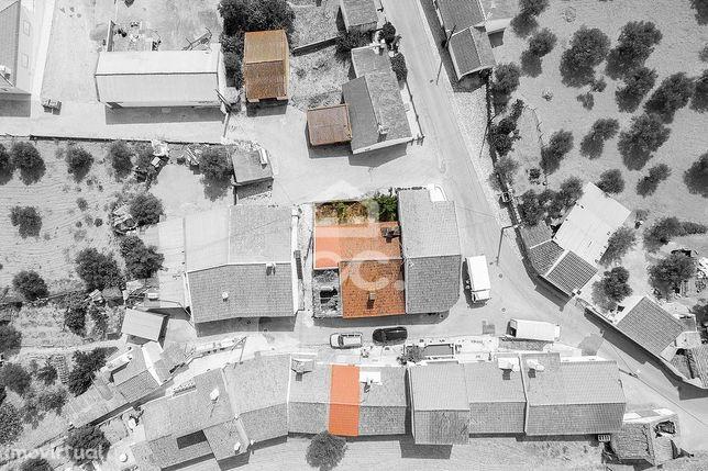 Conjunto de 4 imóveis, com 293m2   Aldeia da Venda