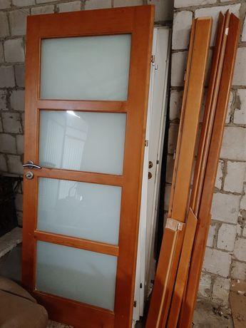 Drzwi drewniane 80 z futryną i listwami