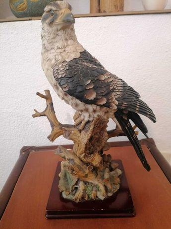 Águia em resina com 30 cm