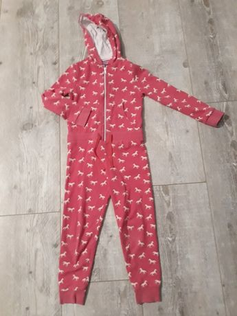 Pajac- piżamke 122cm.